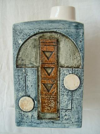 Troika Pottery 01320