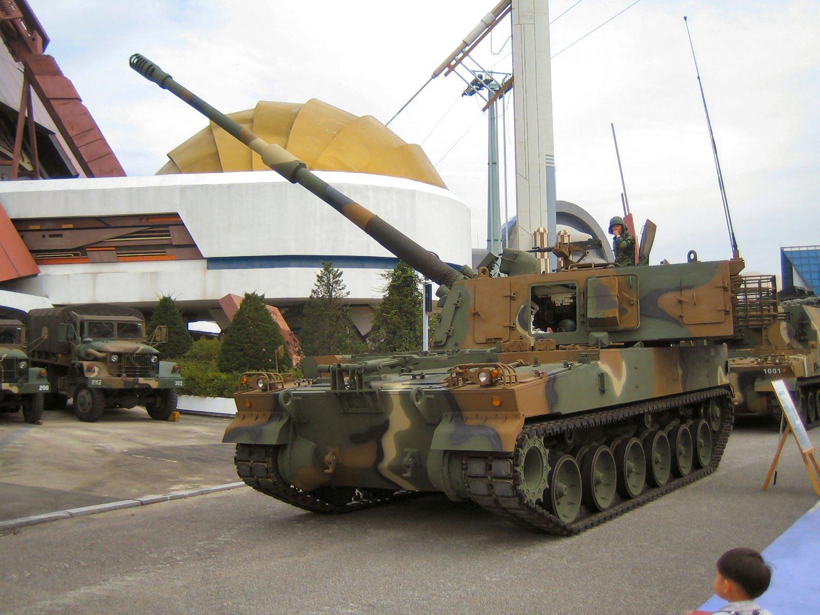 systèmes d'artilleries autotractés et autopropulsés - Page 2 K9_thu10