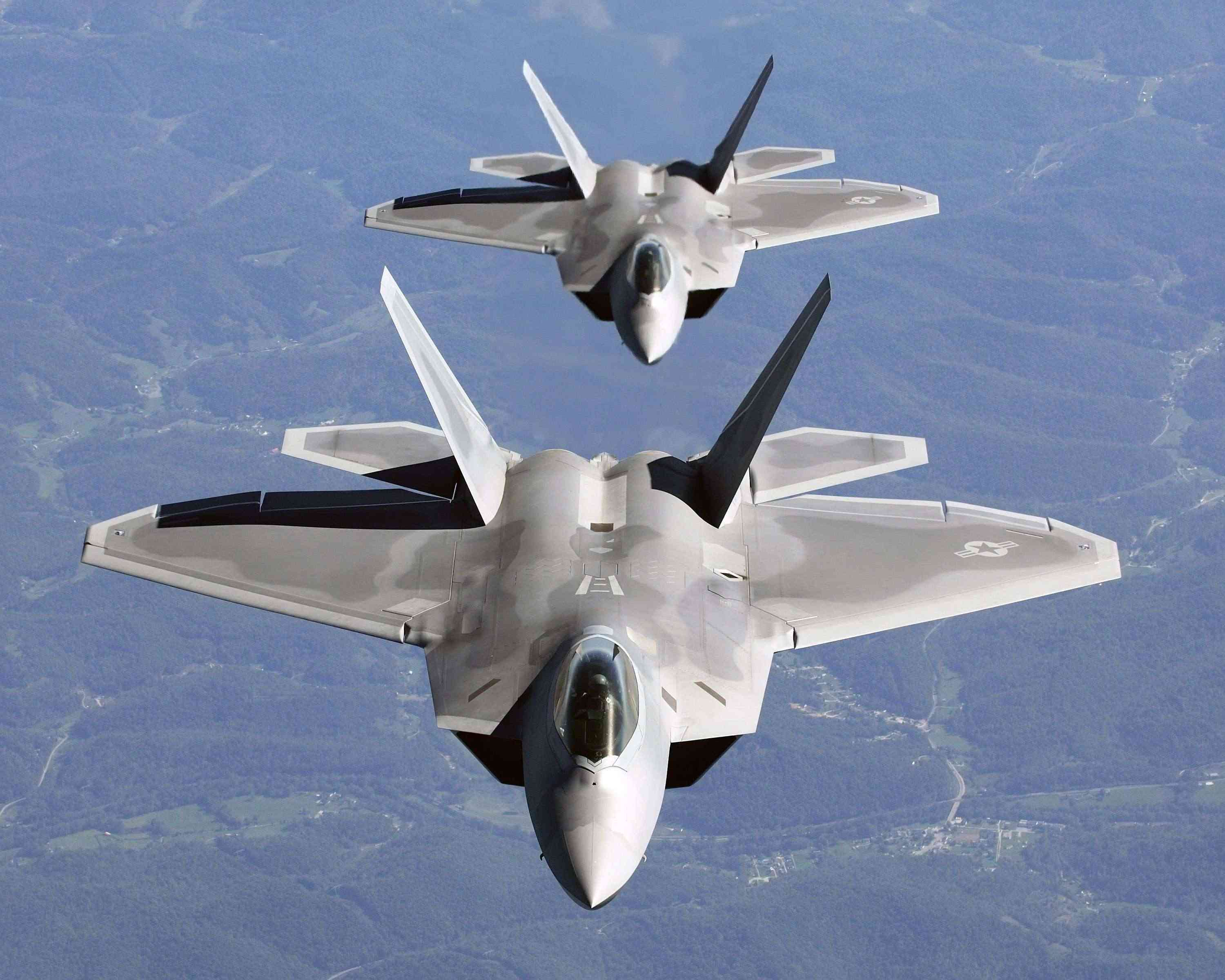 F-22 Raptor - Page 3 Two_f-10