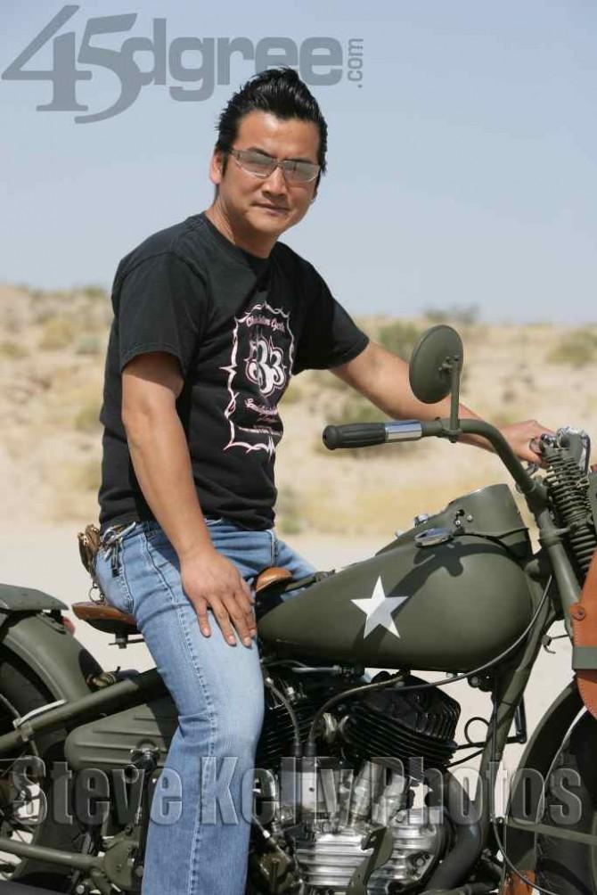 Ils ont posé avec une Harley, uniquement les People - Page 36 Chicas10