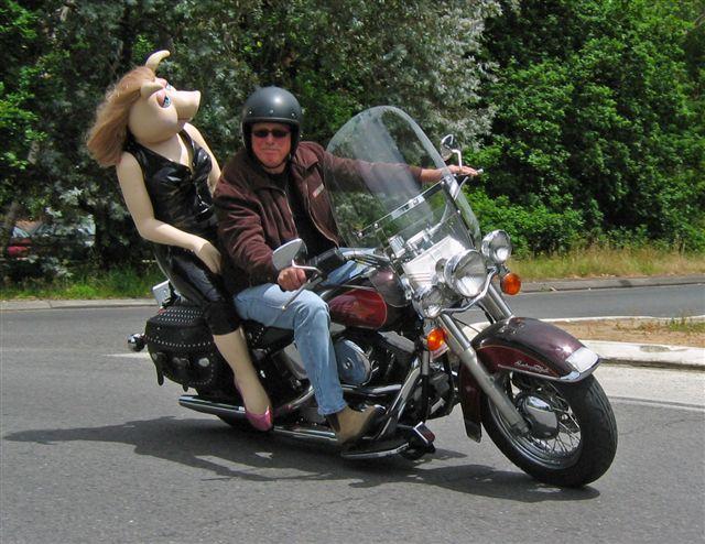 Ils ont posé avec une Harley, uniquement les People - Page 36 Miss_p10