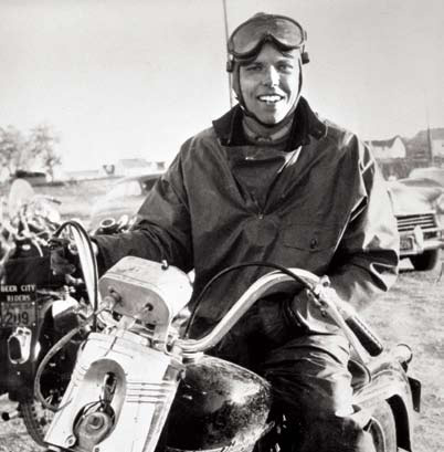 Ils ont posé avec une Harley, uniquement les People - Page 36 Willie10