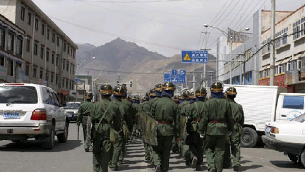 60ème anniversaire soulèvement à Lhassa  Soldat10
