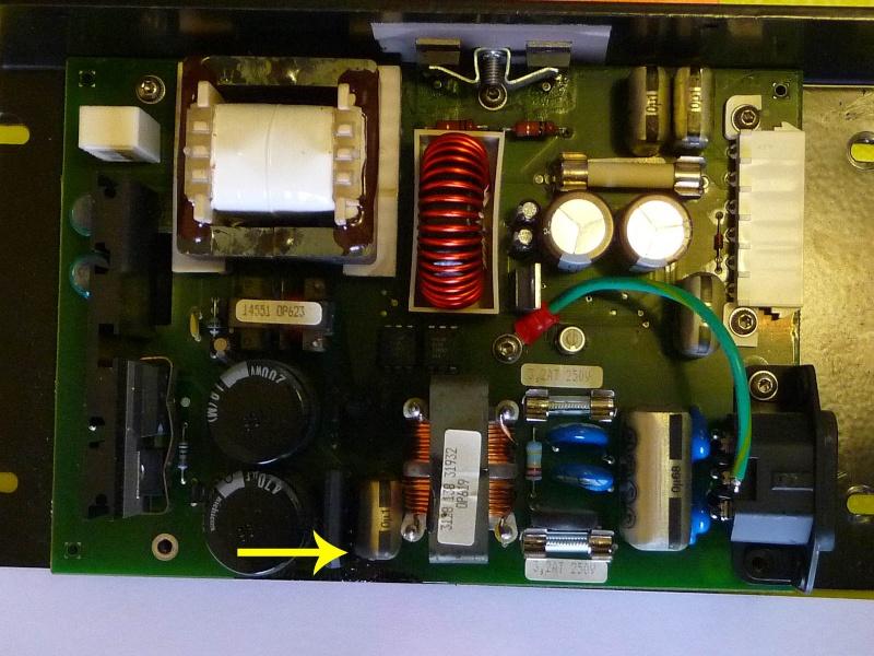 Chargeur. Un condensateur est defectueux. P1010910