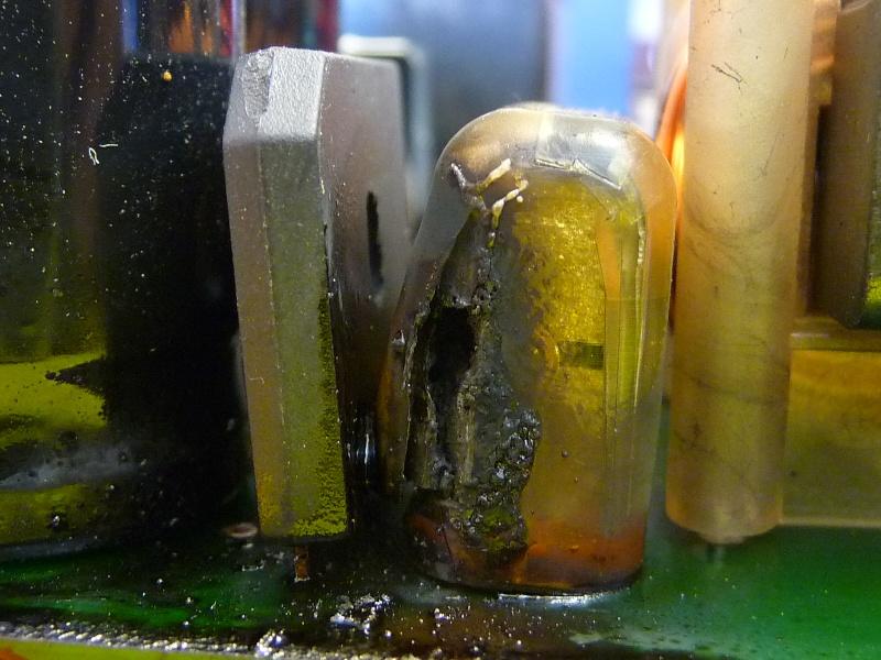 Chargeur. Un condensateur est defectueux. P1010911