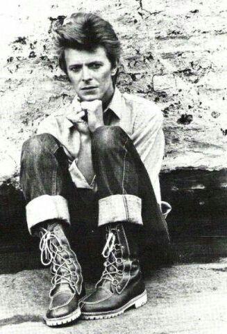 ★ DAVID BOWIE - Discografía confitada  ★  Tonight (1985) y Never let me down (1987). Un mal día lo tiene cualquiera. - Página 10 Bowie_10