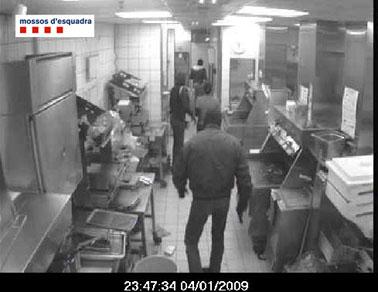 Cinc detinguts per un atracament en un establiment comercial de Sant Feliu de Llobregat Santfe11