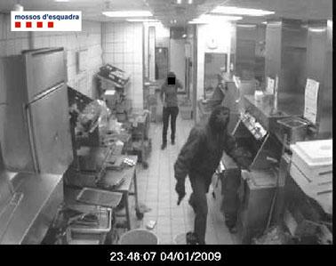 Cinc detinguts per un atracament en un establiment comercial de Sant Feliu de Llobregat Santfe12
