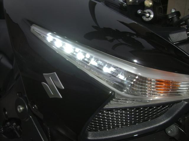 BKING avec LEDS Blanches dans les clignotants et feux à LED! Cimg7813
