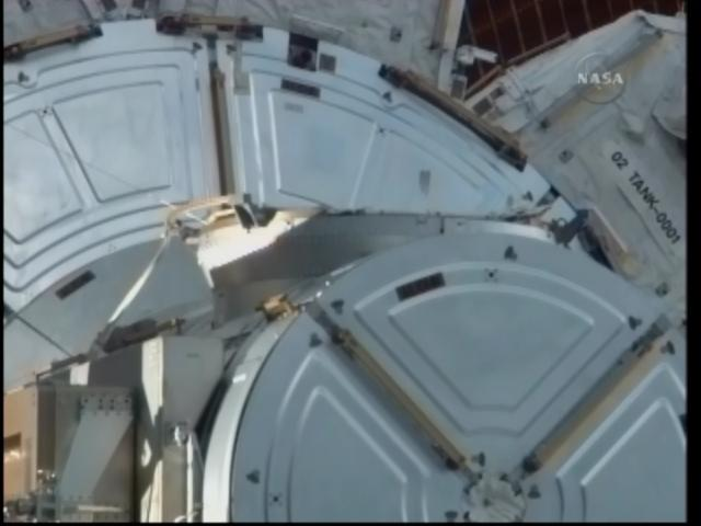 [STS-132] Atlantis : EVA 2, Steve Bowen et Mike Good. Firefo90