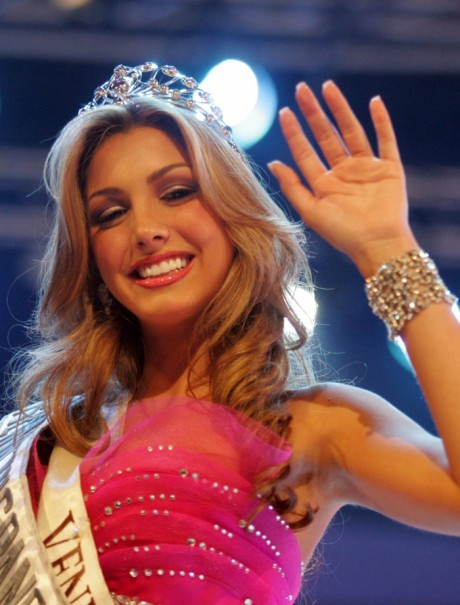 Caroline Medina - Miss Earth Fire 2011 From Venezuela 1af13m10