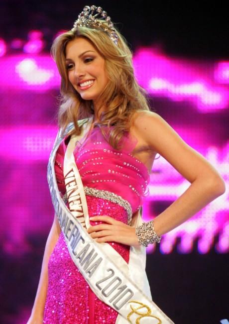 Caroline Medina - Miss Earth Fire 2011 From Venezuela 1af1mi10