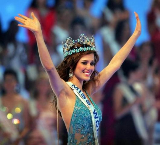 Mantilla - Official Thread of Miss World 2004 - Maria Julia Mantilla - Peru Julia11