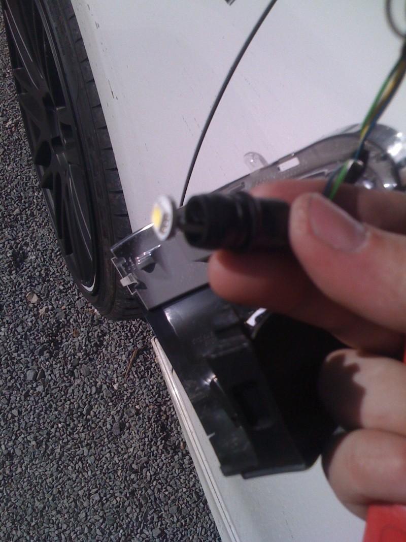 Tutoriel : Changement ampoule sous le rétroviseur Img_0226
