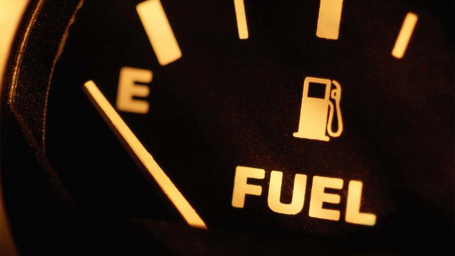 هل تضرّ القيادة بخزان وقود شبه فارغ بسيارتك؟ Empty-10