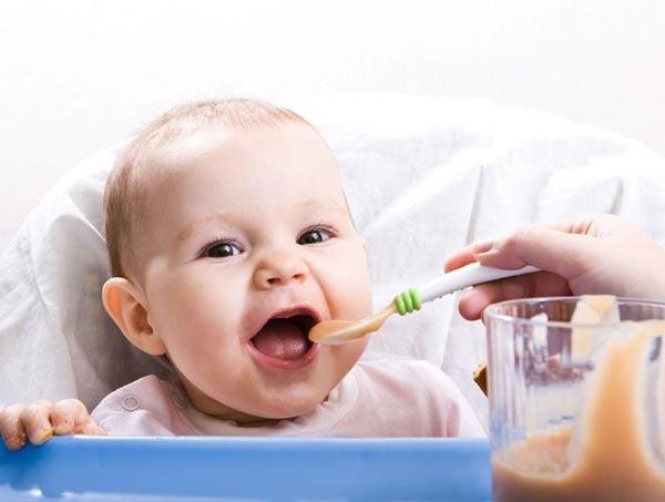دليل تغذية الطفل من عمر 9 شهور إلى 12 شهراً  Feedin10