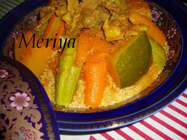 Ksskssou ou Couscous marocain au semoule d'orge et viande sechée/Balboula b'l Guaddide ou 9addides et légumes Dsc00420