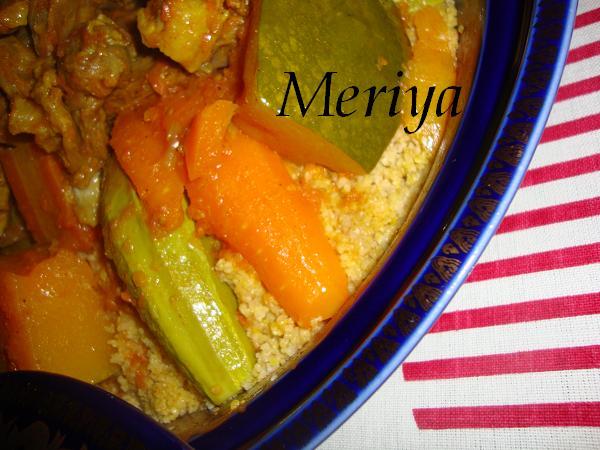 Ksskssou ou Couscous marocain au semoule d'orge et viande sechée/Balboula b'l Guaddide ou 9addides et légumes Dsc00423
