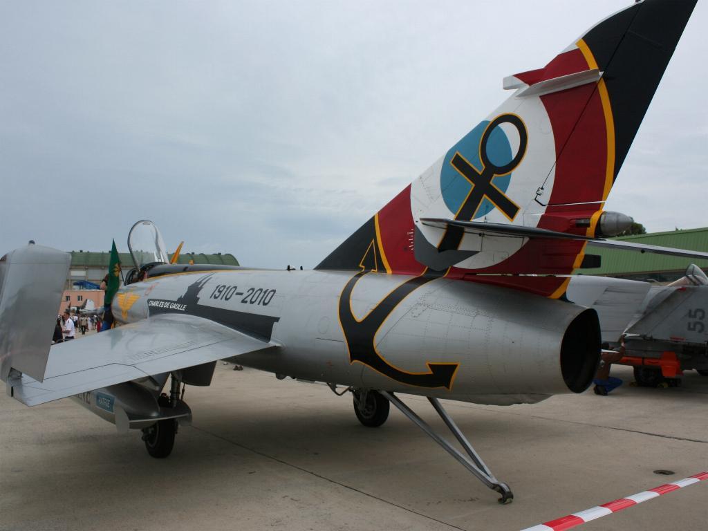 100 ème anniversaire de l'Aéronautique navale - Page 6 011_1010