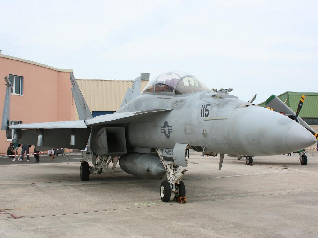 100 ème anniversaire de l'Aéronautique navale - Page 6 029_1011