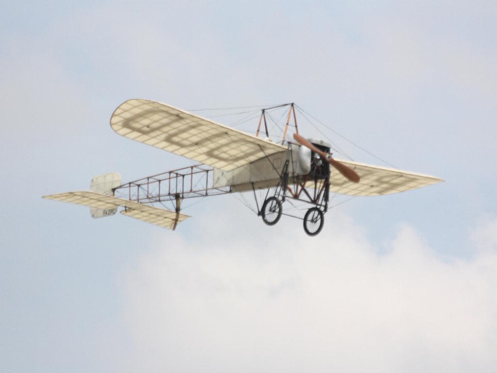 100 ème anniversaire de l'Aéronautique navale - Page 6 084_1010