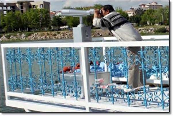 Jetonlu dürbünle Beyşehir Gölü manzarası Rij5pk10