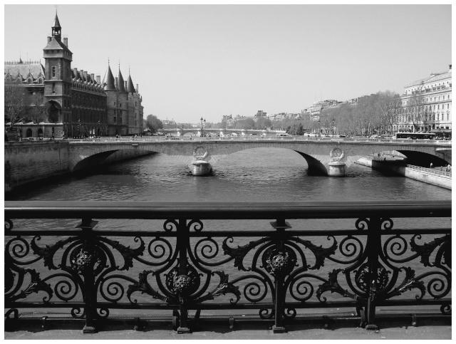 Paris en couleurs , Paris en noir et blanc ! Sdc10723