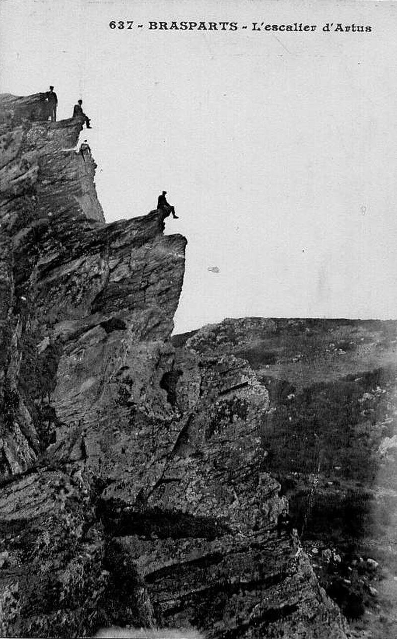 Toponymie des Monts d'Arrée et Escalier d'Artus File0223