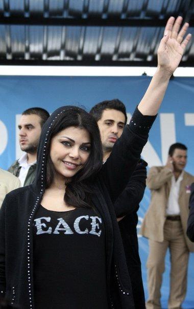 هيفاء تقيم دعوتين قضائيتين ضدّ مجلتين 41684-10