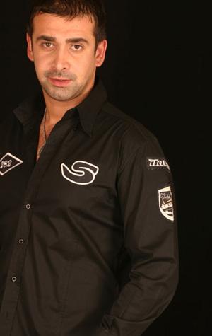 الممثل المصري كريم عبد العزيز أباً للمرة الثانية C2259410