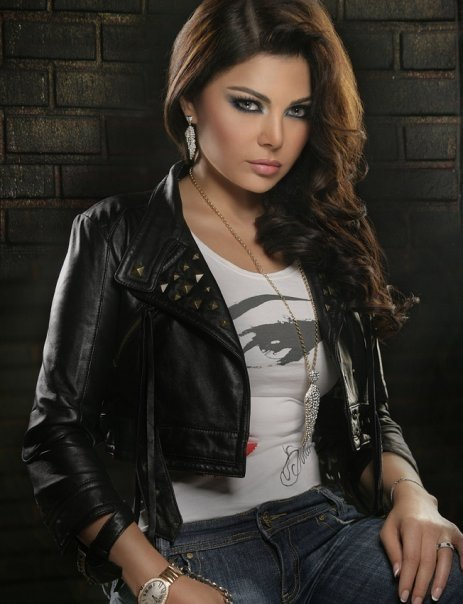 هيفاء وهبى تحيى حفلاً للجاليات العربية فى هولندا  D987d910