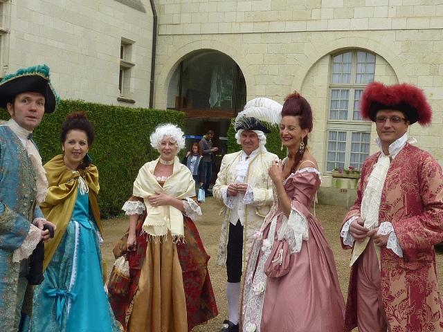 Balade en costume et visite de l'abbaye de Fontevraud 2010 Balcad12