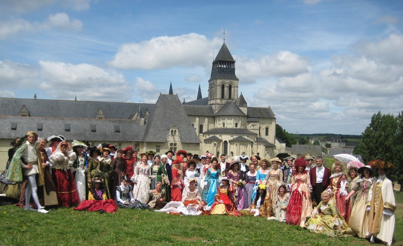 Balade en costume et visite de l'abbaye de Fontevraud 2010 Baldim12