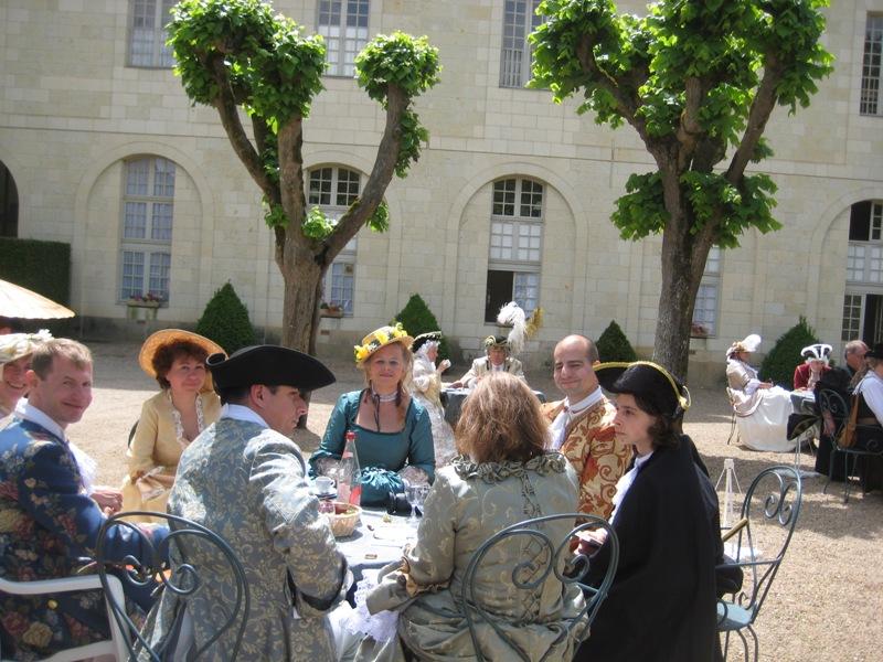 Balade en costume et visite de l'abbaye de Fontevraud 2010 Baldim14