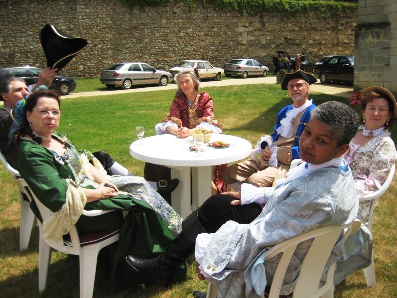 Balade en costume et visite de l'abbaye de Fontevraud 2010 Baldim16