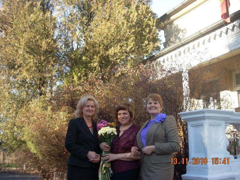 13 noiembrie 2010 -Sedinta a VII-a a Cenaclului U.P.-Lansare de carte-Vasilica Ilie-Fereastra de la Răsăritul Cuvântului Cenac170