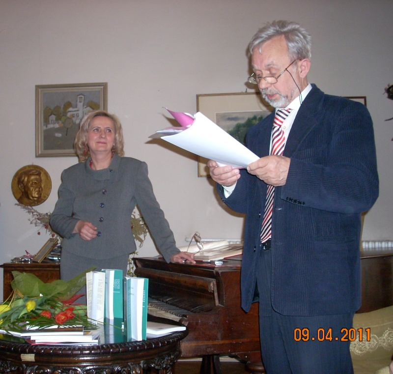 09 aprilie 2011-Sedinta A XII-a Cenaclului U.P-Lansari de carte-Dorina Neculce (Ciocan) si Aurel Avram Stanescu Cenac252