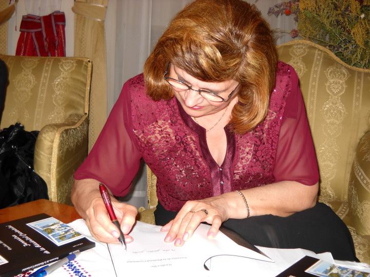13 noiembrie 2010 -Sedinta a VII-a a Cenaclului U.P.-Lansare de carte-Vasilica Ilie-Fereastra de la Răsăritul Cuvântului Clip_420
