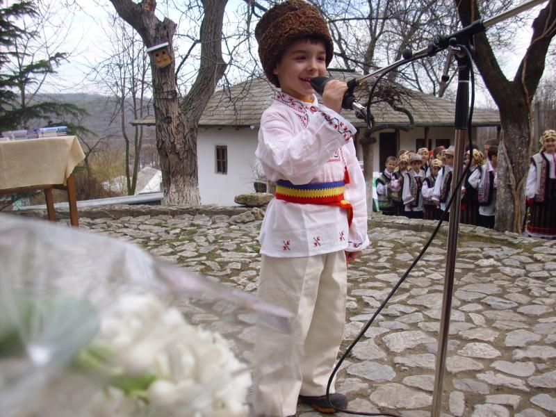 1 martie 2010 la bojdeuca lui Creanga in Ţicău-Iaşi Img_0118
