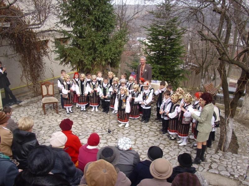 1 martie 2010 la bojdeuca lui Creanga in Ţicău-Iaşi Img_0210