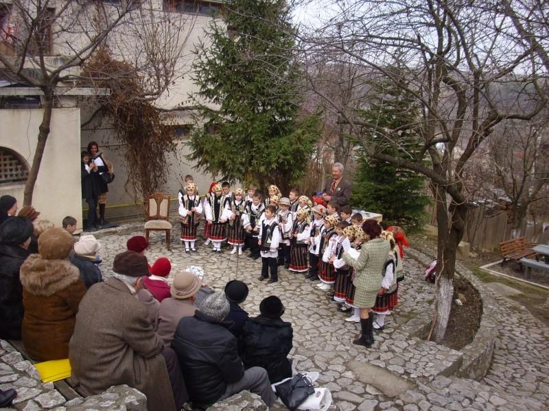 1 martie 2010 la bojdeuca lui Creanga in Ţicău-Iaşi Img_0211