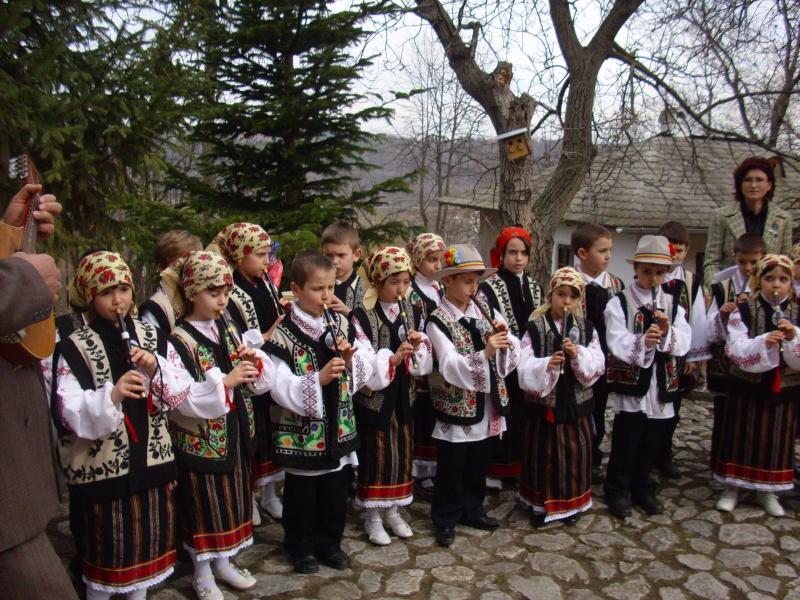 1 martie 2010 la bojdeuca lui Creanga in Ţicău-Iaşi Img_0212