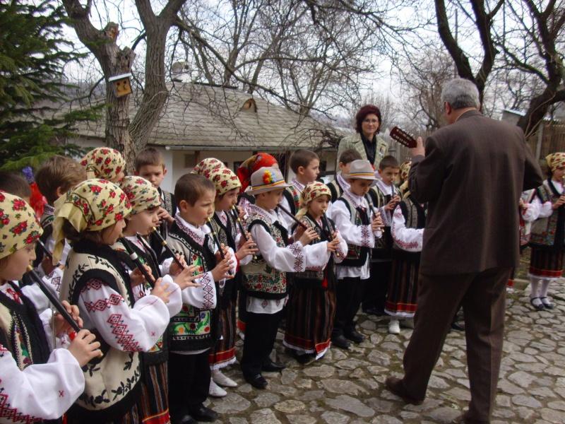 1 martie 2010 la bojdeuca lui Creanga in Ţicău-Iaşi Img_0223