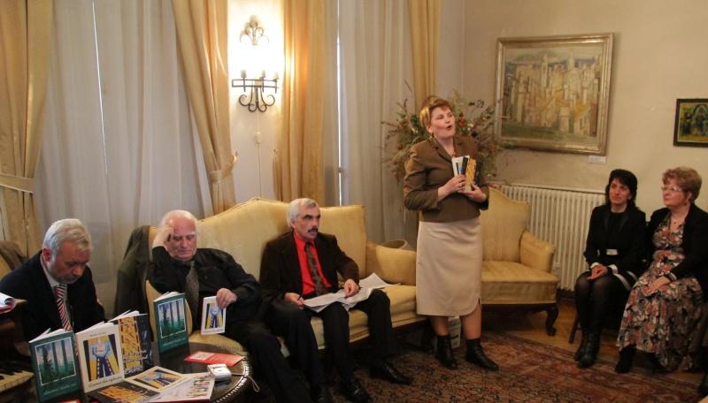 09 aprilie 2011-Sedinta A XII-a Cenaclului U.P-Lansari de carte-Dorina Neculce (Ciocan) si Aurel Avram Stanescu Img_5410