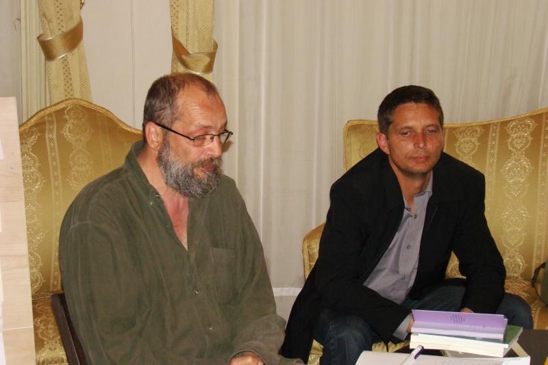 15 MAI 2010-Sedinta a-III-a a Cenaclului U.P-Lansare de carte-Poeme violete-Violetta Petre Poeme_13