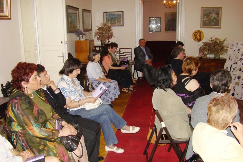 15 MAI 2010-Sedinta a-III-a a Cenaclului U.P-Lansare de carte-Poeme violete-Violetta Petre Poeme_14