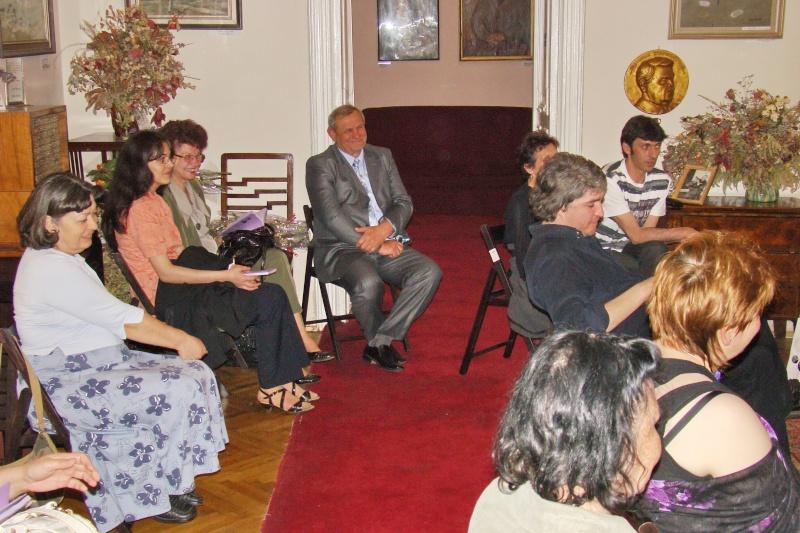 15 MAI 2010-Sedinta a-III-a a Cenaclului U.P-Lansare de carte-Poeme violete-Violetta Petre Poeme_15