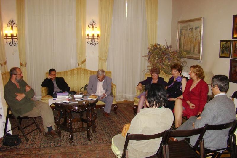 15 MAI 2010-Sedinta a-III-a a Cenaclului U.P-Lansare de carte-Poeme violete-Violetta Petre Poeme_20