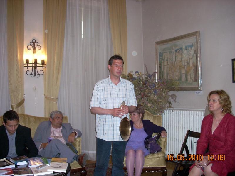 15 MAI 2010-Sedinta a-III-a a Cenaclului U.P-Lansare de carte-Poeme violete-Violetta Petre Poeme_23