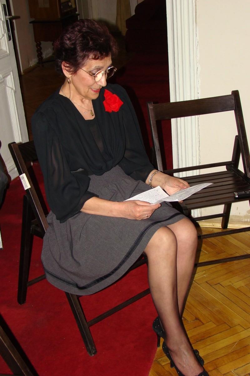 15 MAI 2010-Sedinta a-III-a a Cenaclului U.P-Lansare de carte-Poeme violete-Violetta Petre Poeme_34